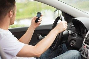 distracted driving ontario, toronto car accident lawyers, distracted driving accident law firm toronto